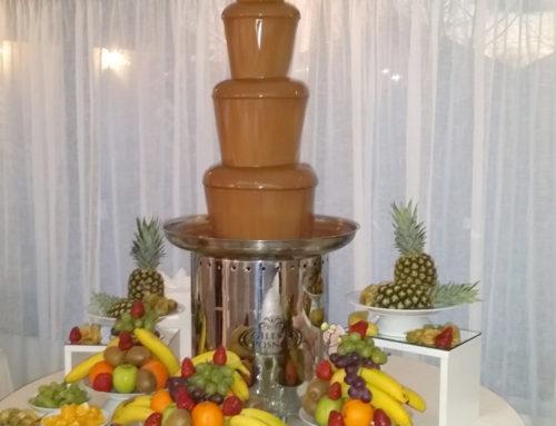 Bar de fructe cu fântână de ciocolată