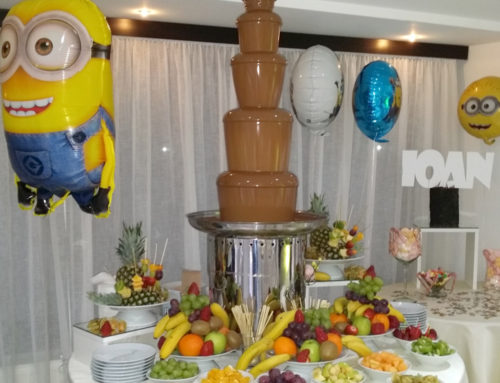 Candy bar botez, cu fântână de ciocolată și baloane folie