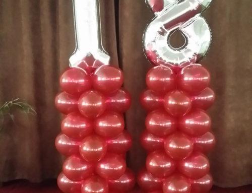 Decor de majorat din baloane, roșu cu argintiu