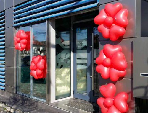 Baloane roșii în formă de inimioare