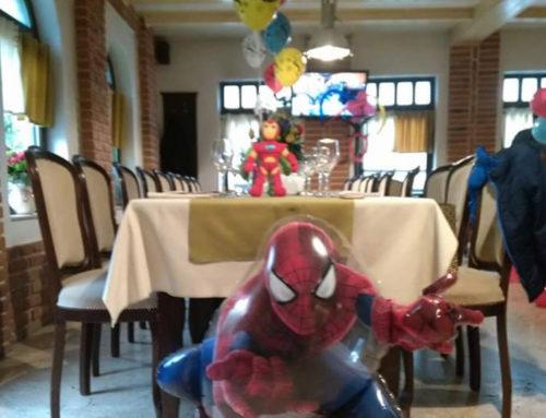 Decor petrecere de copii cu baloane multicolore, baloane folie, tematica: Spider-Man