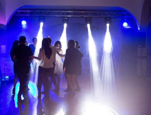 Schelă de lumini, mașină de fum, sonorizare, DJ