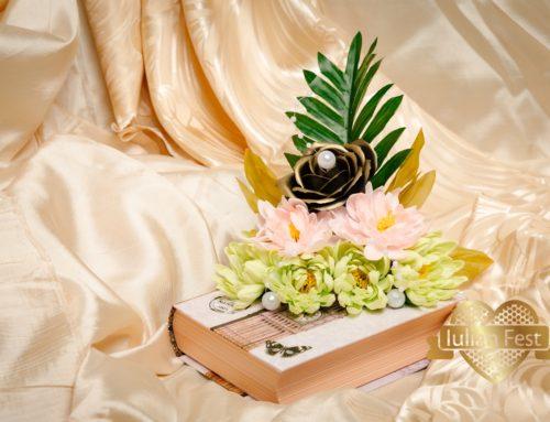Carte cu flori de sapun – trandafir patinat, crizanteme si perle sintetice