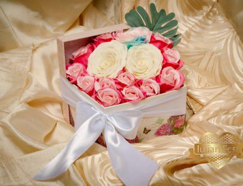 Cub cu flori de sapun – trandafir pokemon, bujor alb, trandafir roz